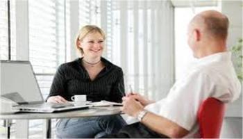 Агенция за подбор на персонал - среща на живо за оценка на качества